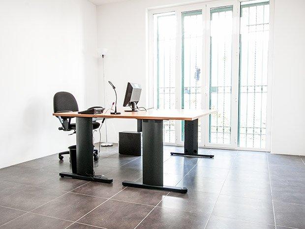 Uffici arredati ufficio a roma portuense workplace for Affitto uffici arredati roma